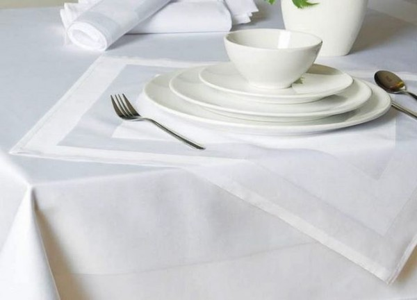 Gastronomy table topper, white, with satin band 100x100